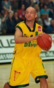 Coach Cecil beim Basketball