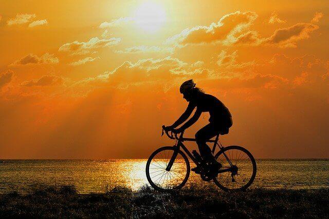 Fahrrad fahren um abzunehmen lässt sich ideal in den Alltag integrieren.